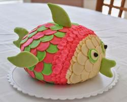 Cool Fish pinata cake decoration.JPG