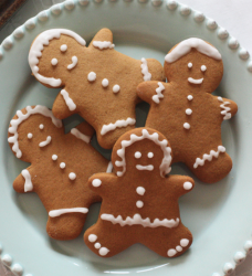 Gingerbread men cookies picture with frosting.PNG