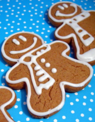 Small gingerbread men cookies with frosting.PNG