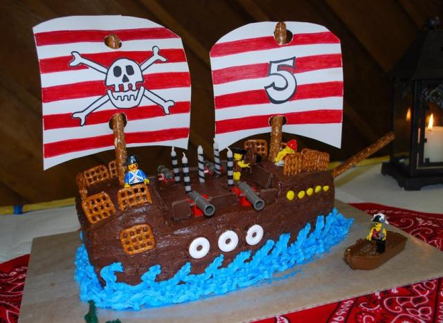 Double+mast+pirate+ship+birthday+cake+with+Lego.JPG