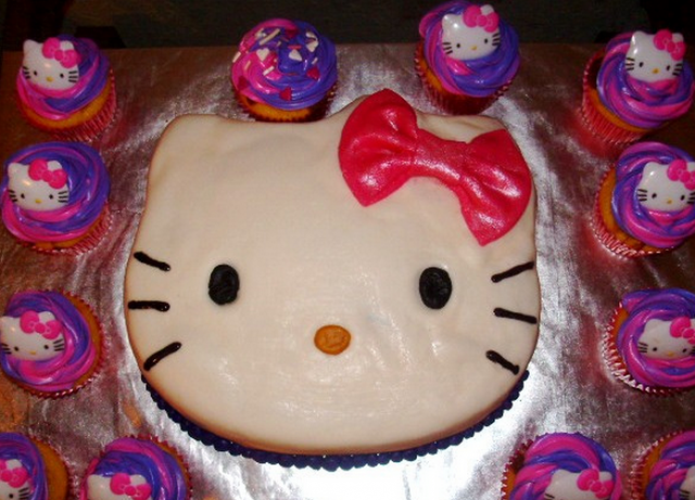 Hello kitty face birthday cake with large red bow.PNG