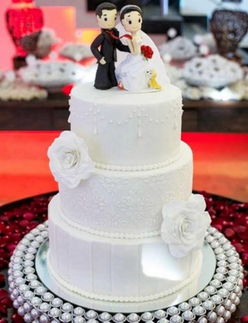 White 3 Tier Elegant Wedding Cake With Detailed Cartoon