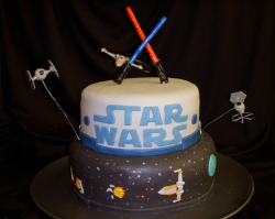 Col star wars cake with space ships with lightsabers.PNG