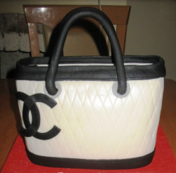 Chanel tote cake picture.PNG