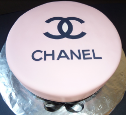 Trendy Chanel cake photo.PNG