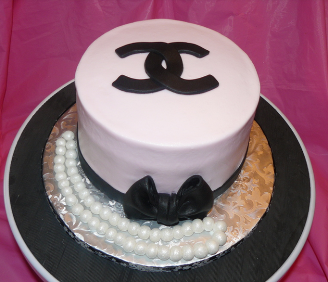 White and black Chanel cake with pearls.PNG