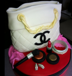 White Chanel tote cake with Cake makeups.PNG