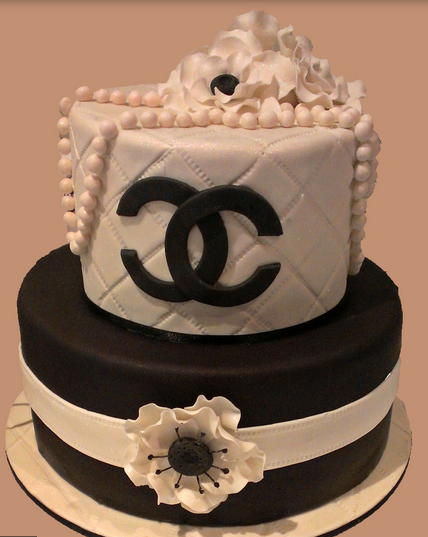 Chanel wedding cakes in black and white with cake flowers and pearls in white.PNG