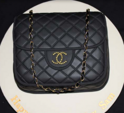 Classic Chanel leather purse cake with gold strap.PNG