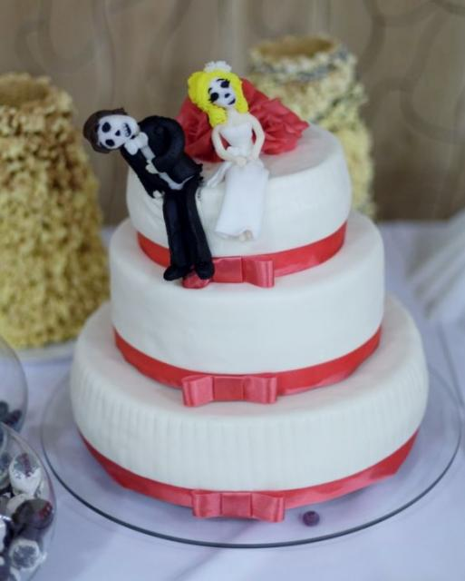 tier Round White Wedding Cake with Day of the Dead theme Bride ...