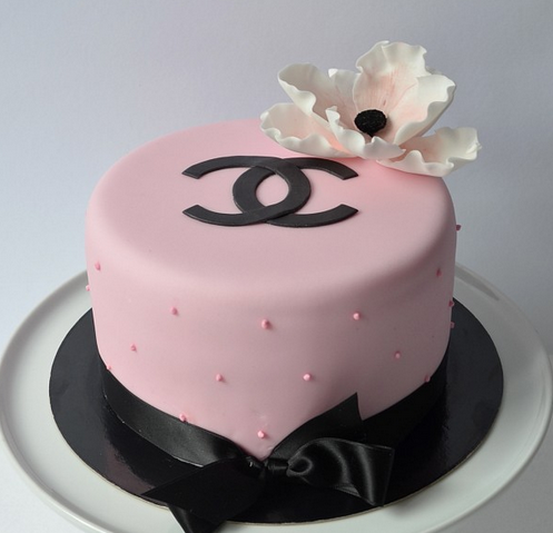 Fashion designing handbags cake picture of cute pink Chanel cake with beautiful cake flower.PNG