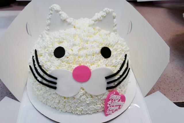 White Cream Cat Face Birthday Cake With Pink Heart Jpg Hi