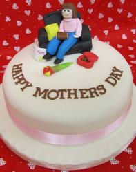 Cool mothers cake with cake topper of a mom sitting on the sofa.JPG