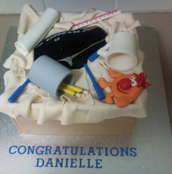 Cool unique graduation cake with school supplies and keyboard.PNG