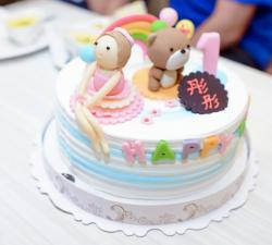 Cute White Cream Asian Birthday Cake for One Year-Old with Girl and Teddy Bear.JPG