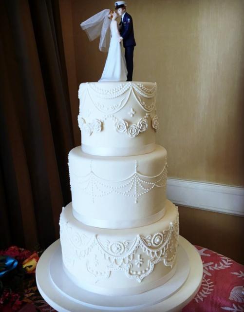 Serviceman Amp Bride Topper On 3 Tier Round Wedding CakeJPG Hi Res 720p HD