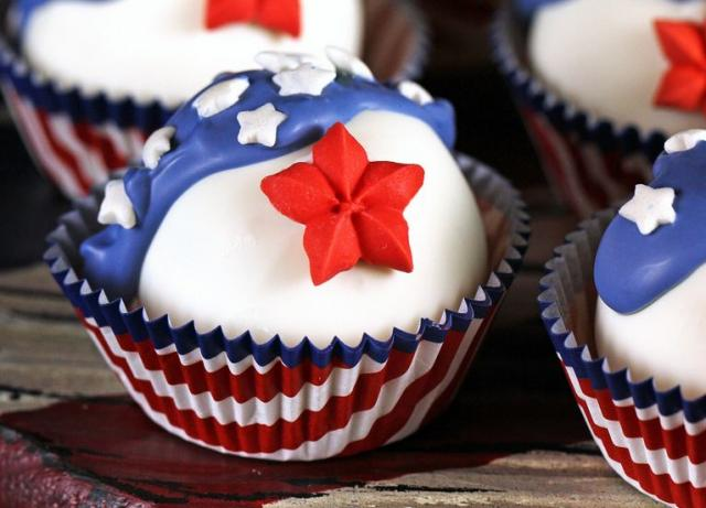 US flag cake decor on cupcakes.JPG