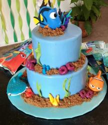 Findy Dory Cake in 2 Tiers with Nemo & Destiny.JPG