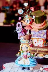 Alice in Wonderland Sculpted Cake with Cheshire Cat.JPG