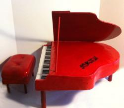 Red Piano cake with seat.JPG