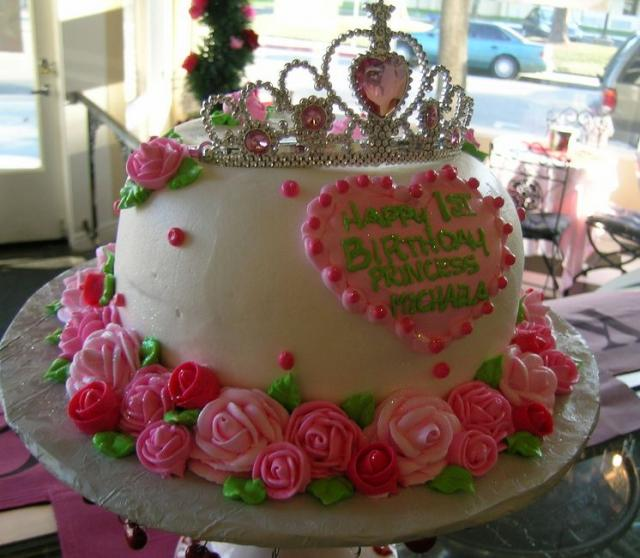 Princess happy birthday white cake with pink flowers and tiarag princess happy birthday white cake with pink flowers and tiarag mightylinksfo