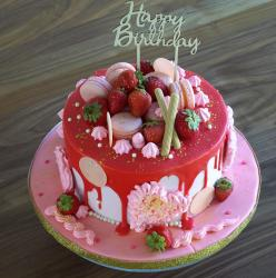 Strawberry Flavor Birthday Cake with Macaroons