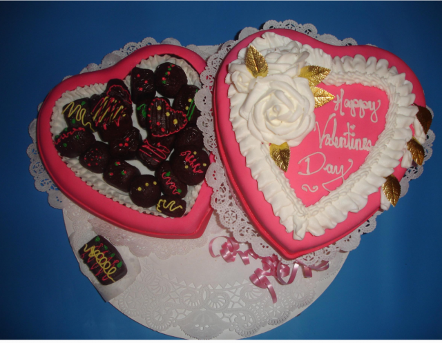 Heart shaped valentine cake chocolate box.PNG
