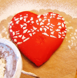 Big bright red heart shaped cookie for valentines day.PNG
