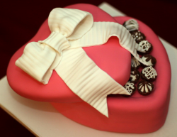 Dark pink heart shaped valentine cake picture with small round chocolate pieces.PNG