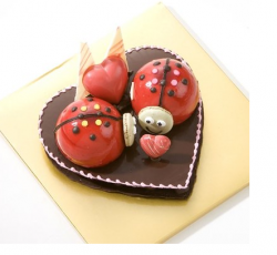 Fun trendy valentine cake with cool cake decor idea.PNG