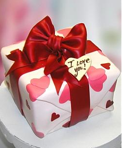 Gift box valentine cake with big red ribbon with I Love You tag.PNG