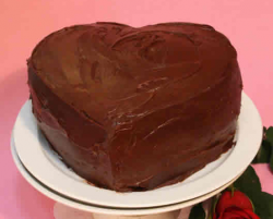 Simple valentine cake with no cake decoration.PNG