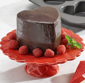 Thick chocolate valentine cake pictures.PNG