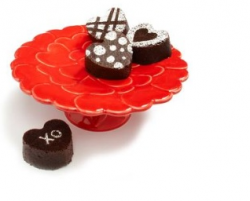 Tiny dark chocolate small valentine cakes in heart shapes.PNG