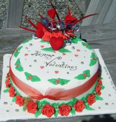 White round Happy Valentine's day cake with red roses and hearts.JPG