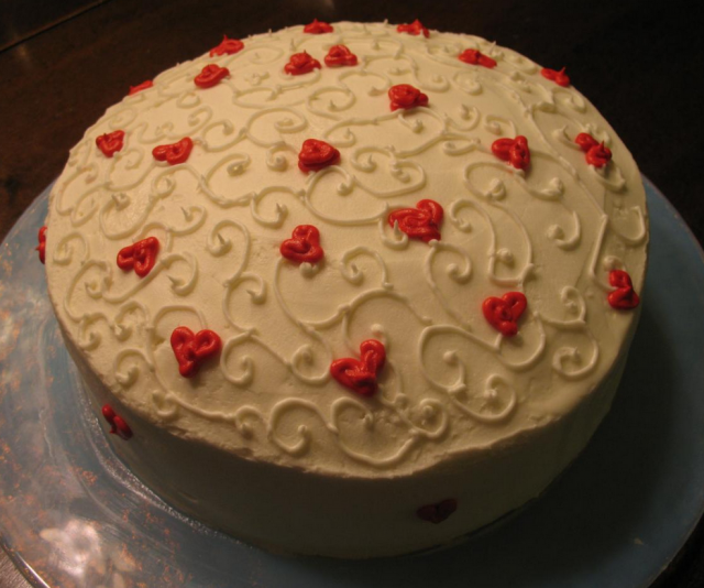 White Homemade Valentine Cake Picture With Cute Small