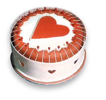 White round valentine cake with a big heart in the center.PNG