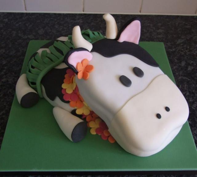 Milk cow cake with Hawaiian wreath.JPG