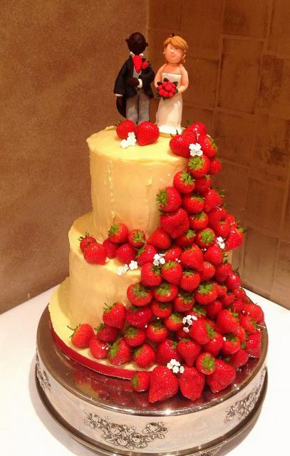 wedding cakes decorated with strawberries 2 tier wedding cake groom toppers 24159