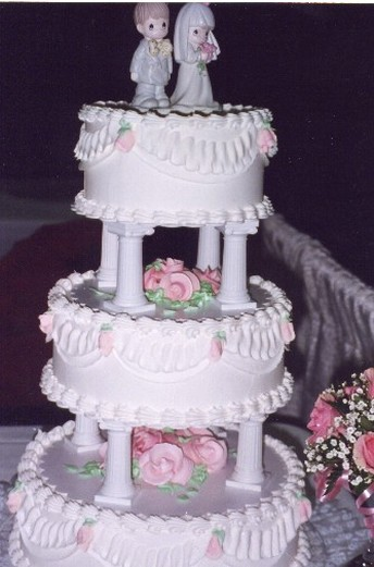 wedding cakes traditional traditional wedding cake with pink flowers 25748