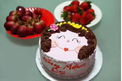 Smiling face Mother's Day cake.PNG
