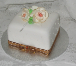White Happy Mother's Day cake with ribbons.PNG