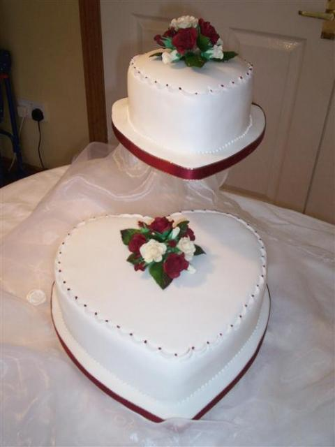 Heart Shape Wedding Cake In White With Red And White Flowers