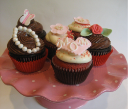 Mother's Day Cupcakes in different types.PNG