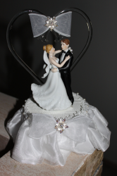 Pretty cheap cake toppers with heart shape arch.PNG