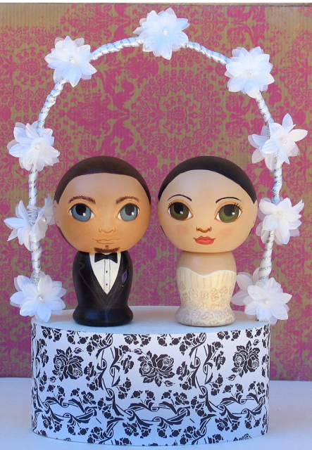 Unique groom and bride cake toppers picture.PNG