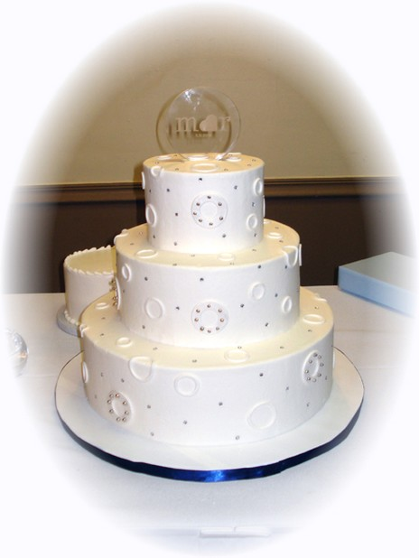 cute wedding cake with cute lines