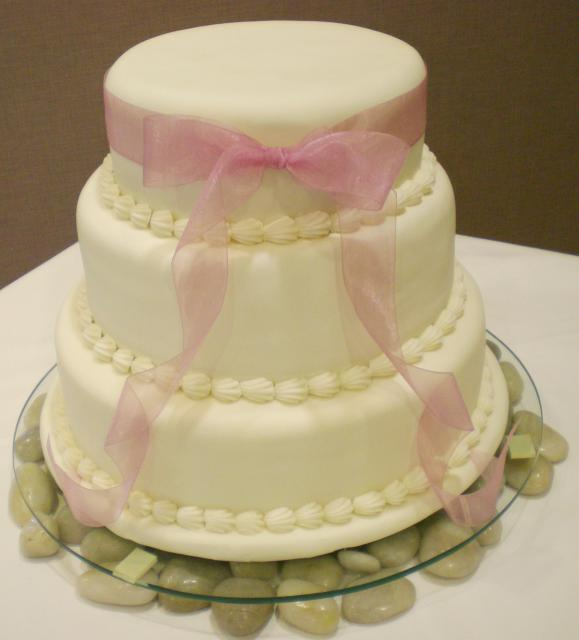 cute wedding cake with pink ribbon Hi-Res 1440P QHD
