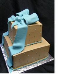 Big square wedding cake with big bow cake topper.PNG