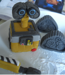 Disney Walle cake topper.PNG